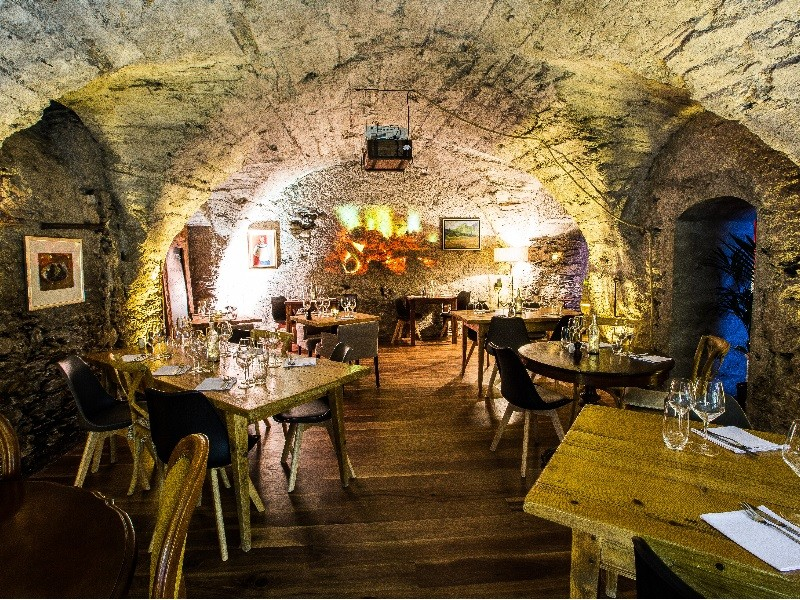 The vaulted dining room of the restaurant and its authentic charm.